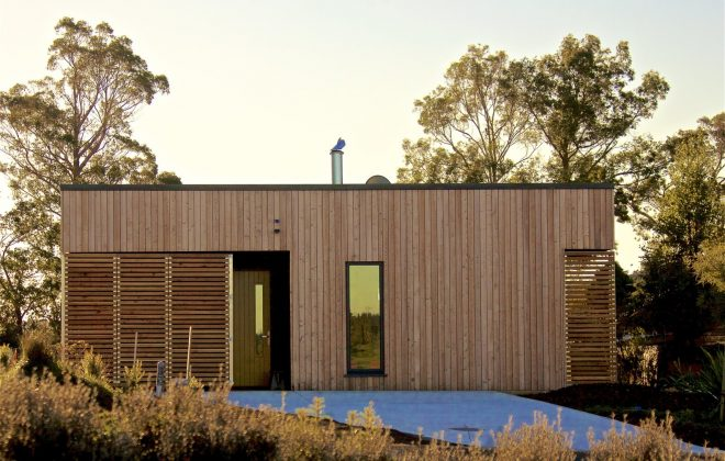 Kowhai Cabin Keeps Warm in Winter, Cool in Summer